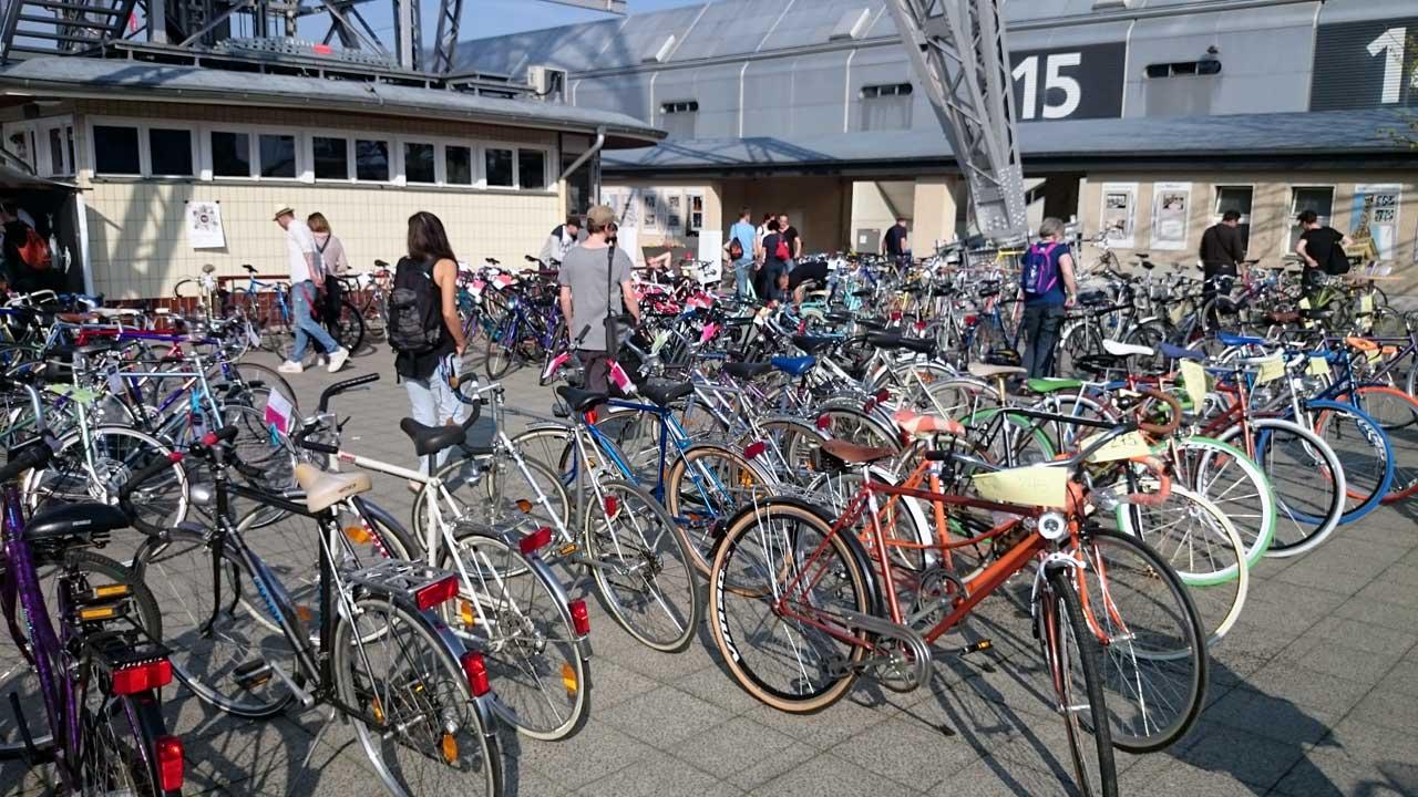 Berliner Fahrradmarkt bei der Velo Berlin unterm Funkturm